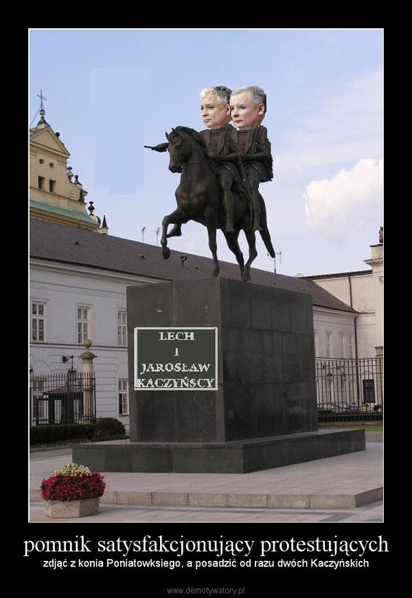 pomnik satysfakcjonujący protestujących –  zdjąć z konia Poniatowksiego, a posadzić od razu dwóch Kaczyńskich