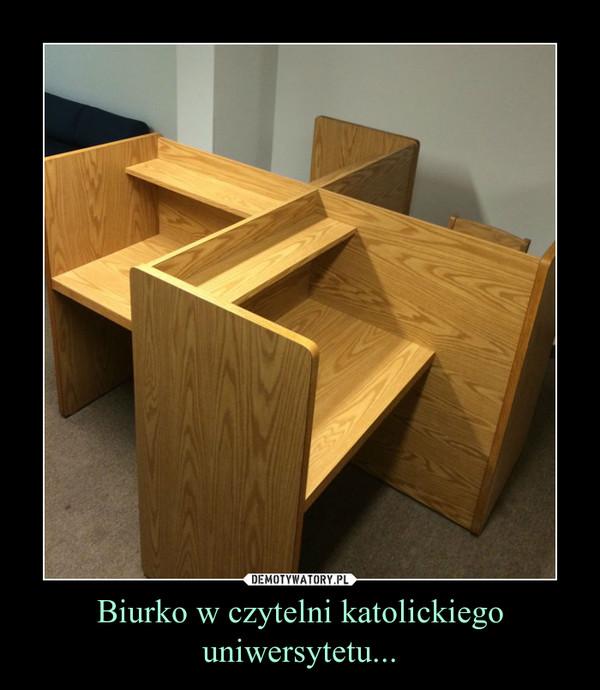 Biurko w czytelni katolickiego uniwersytetu... –