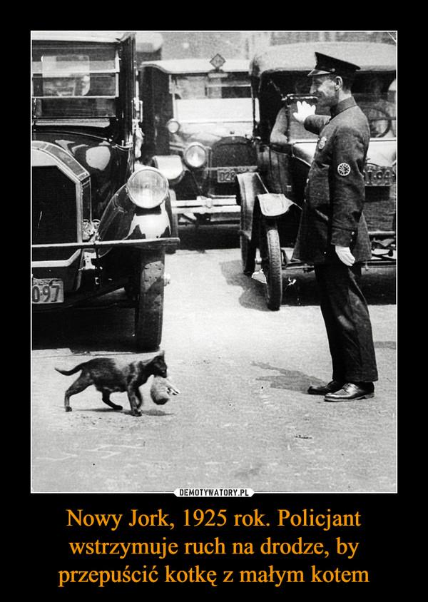 Nowy Jork, 1925 rok. Policjant wstrzymuje ruch na drodze, by przepuścić kotkę z małym kotem –