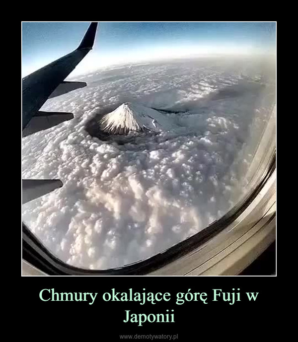 Chmury okalające górę Fuji w Japonii –