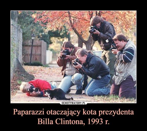 Paparazzi otaczający kota prezydenta Billa Clintona, 1993 r.