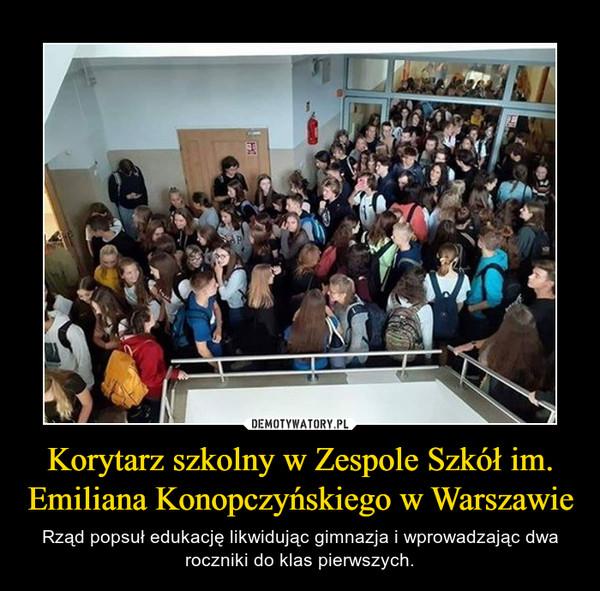 Korytarz szkolny w Zespole Szkół im. Emiliana Konopczyńskiego w Warszawie – Rząd popsuł edukację likwidując gimnazja i wprowadzając dwa roczniki do klas pierwszych.