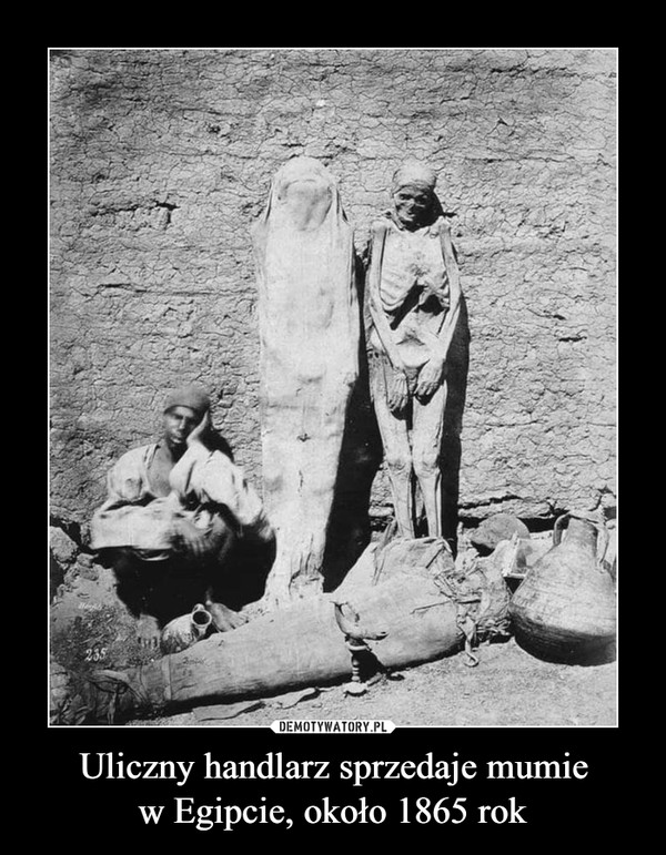 Uliczny handlarz sprzedaje mumiew Egipcie, około 1865 rok –