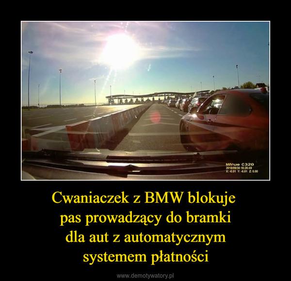 Cwaniaczek z BMW blokuje pas prowadzący do bramkidla aut z automatycznymsystemem płatności –