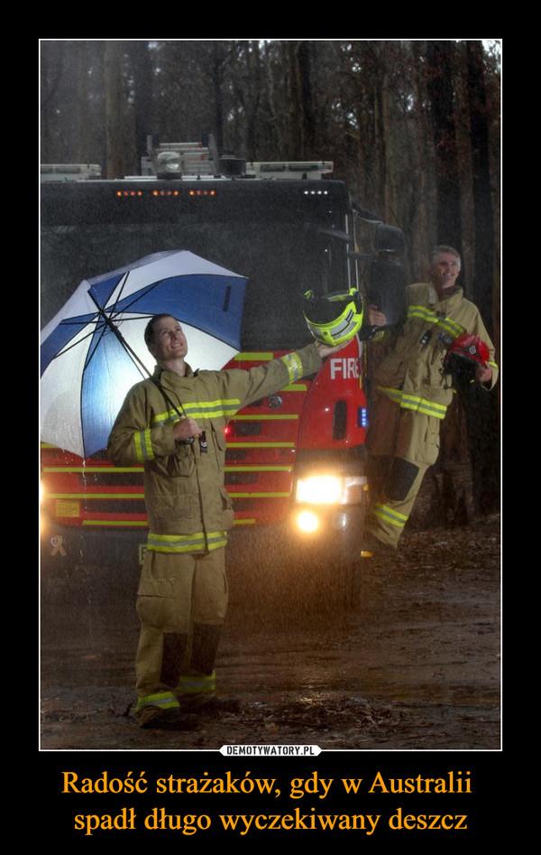 Radość strażaków, gdy w Australii spadł długo wyczekiwany deszcz –